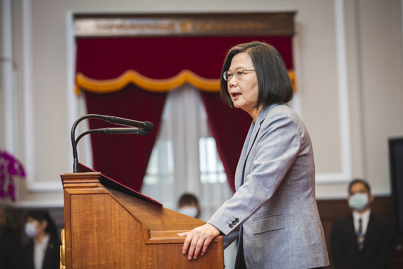 President Tsai delivers remarks during a meeting with outstanding Employment Gold Card holders.