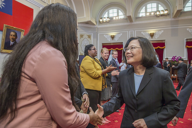 President Tsai Ing-wen meets with the 2018 Mosaic Taiwan fellows.