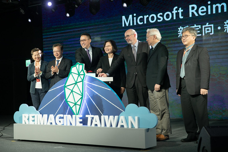 President Tsai attended Microsoft's announcement of investment in Taiwan press conference.
