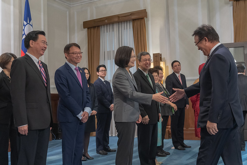 President Tsai shakes hands with foreign visitors attending the 2019 National Day Celebration.