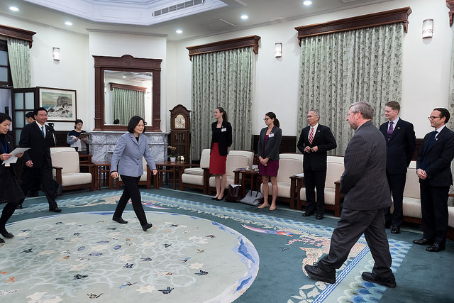 President Tsai meets with a visiting delegation of economic affairs experts from the US-based Brookings Institution.