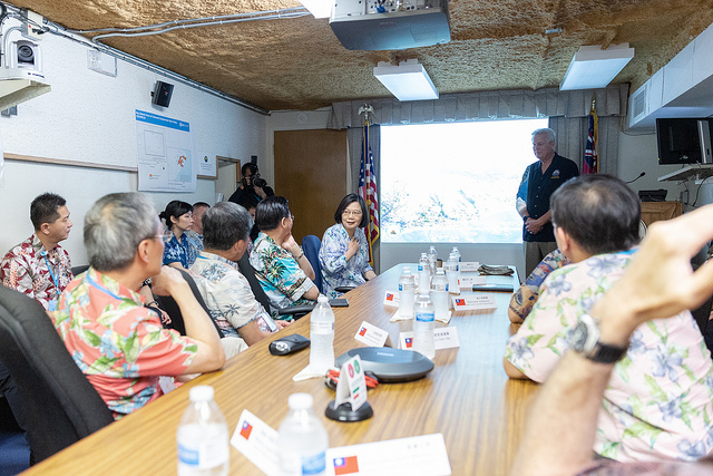 President Tsai tours the Hawaii Emergency Management Agency.