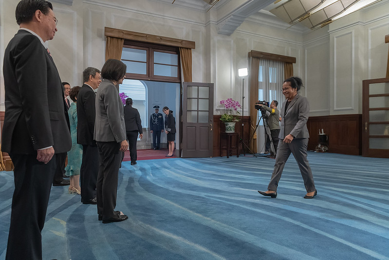 The distinguished guests proceed to the Presidential Office to extend their congratulations.