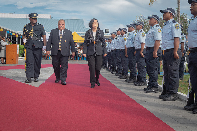 President Tsai and President Waqa inspect a police force honor guard.