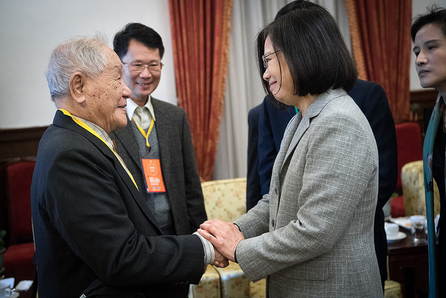 President Tsai shakes hands with guests attending the event marking the Human Rights Day 2017.