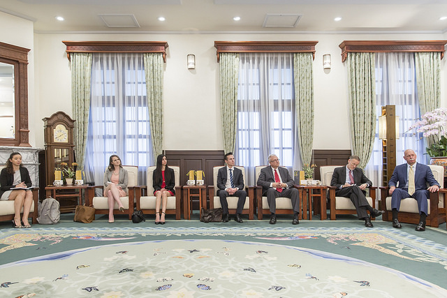 President Tsai meets with scholars and experts from the US-based Project 2049 Institute.