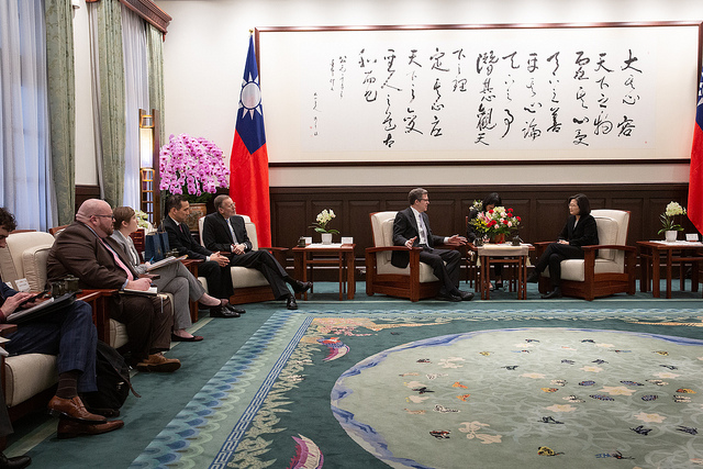 President Tsai meets with Samuel Brownback, US Ambassador-at-Large for International Religious Freedom.