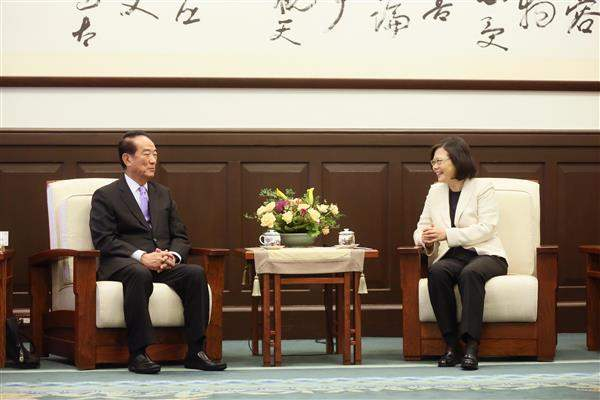 President Tsai meets ROC delegation to 24th APEC Economic Leaders' Week.