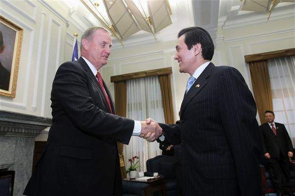 President Ma meets former United States National Security Advisor General James Jones.
