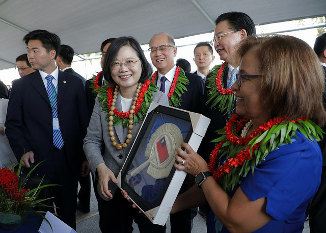 "President Tsai Ing-wen attends a ""One Island One Product"" handicrafts exhibit together with Marshall Islands President Hilda C. Heine."