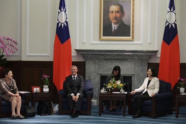 President Tsai exchanges views with a delegation of parliamentarians from the United Kingdom.