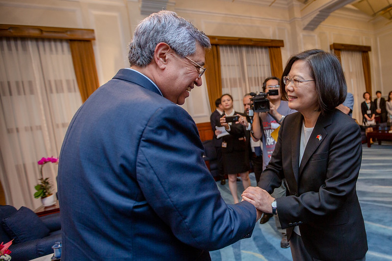 President Tsai Ing-wen meets with Guatemalan Vice President Jafeth Cabrera.