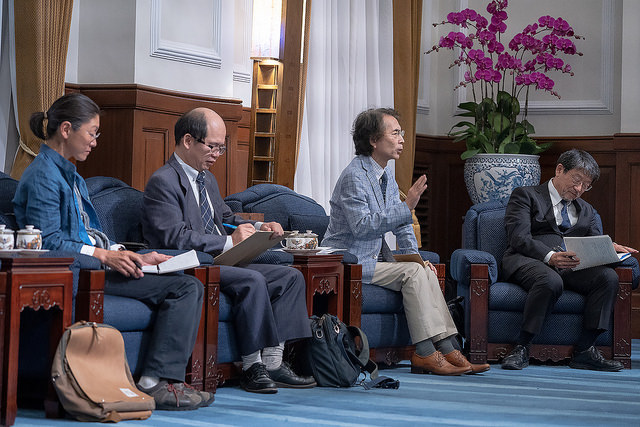 President Tsai meets with a cross-strait relations research group from University of Tokyo.