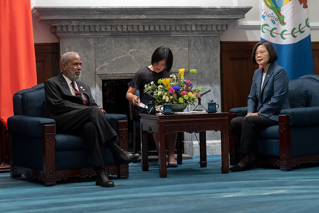 President Tsai Ing-wen meets with a delegation led by Governor-General of Belize Sir Colville Young.