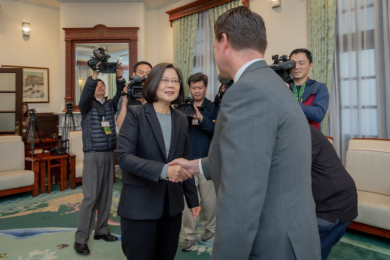 President Tsai shakes hands with Project 2049 Institute Chairman Randall Schriver.