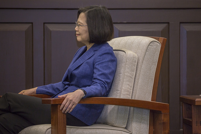President Tsai listens to remarks by Mr. Graham Stuart, the UK's Parliamentary Under-Secretary of State at the Department for International Trade.