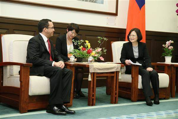 President Tsai meets with Dominican Republic Minister of Foreign Affairs Andres Navarro Garcia.