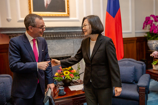 President Tsai Ing-wen meets with a defense industry delegation from US-Taiwan Business Council (USTBC).