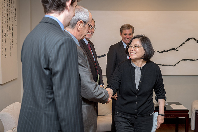 President Tsai shakes hands with a visitor during a meeting with US Deputy Assistant Secretary of State Scott Busby.