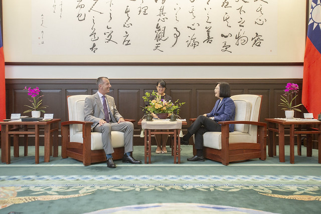 "President Tsai meets with Vincent ""B.J."" Lawrence, Commander-in-Chief of US Veterans of Foreign Wars."