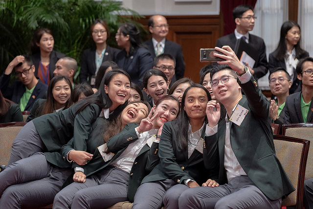 The youth ambassadors take selfies at the Presidential Office.