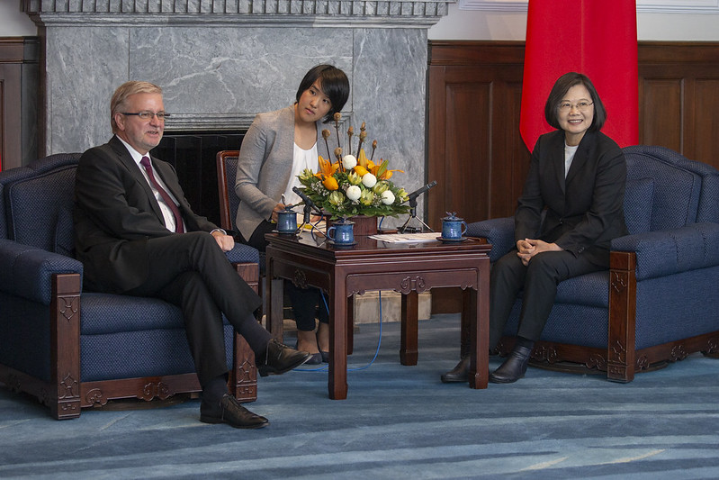 President Tsai exchanges views with European Parliament-Taiwan Friendship Group Chair Michael Gahler.