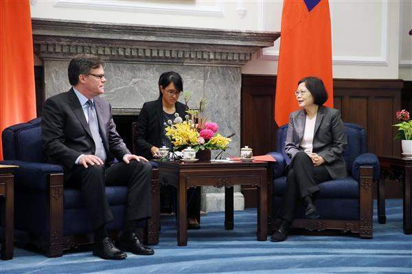 President Tsai meets with a delegation from the US-China Economic and Security Review Commission.