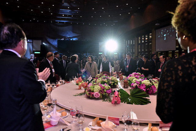 President Tsai attends the 2018 spring banquet held by Ministry of Foreign Affairs for foreign ambassadors and representatives stationed in Taiwan.