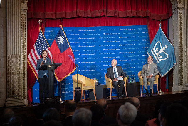 President Tsai attends a discussion session at Columbia University.