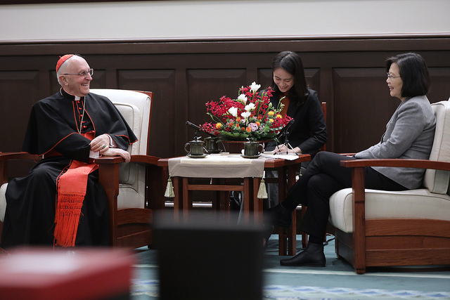 President Tsai meets with Cardinal Fernando Filoni, Prefect of the Vatican's Congregation for the Evangelization of Peoples.