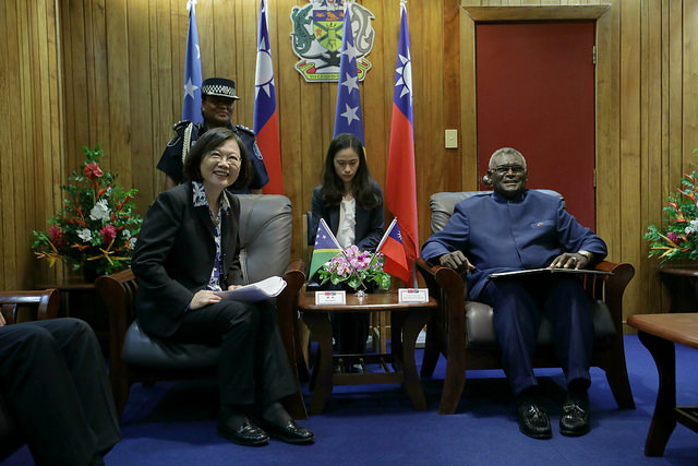 President Tsai meets with Solomon Islands Prime Minister Manasseh Sogavare.