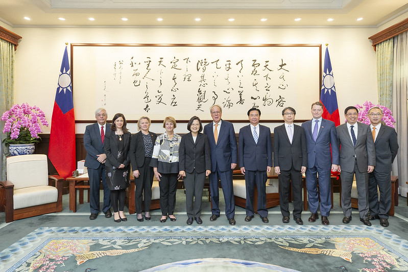 President Tsai Ing-wen poses for a group photo with a delegation from National Committee on American Foreign Policy.