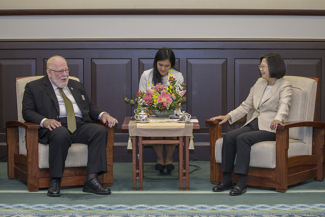 President Tsai exchanges views with Commander-in-Chief Keith Harman of the Veterans of Foreign Wars of the United States.