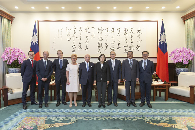 President Tsai poses for a photo with Belgian Senate President and Mrs. Brotchi.