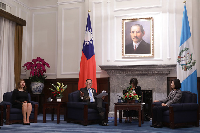 President Tsai meets with Guatemala President Jimmy Morales.