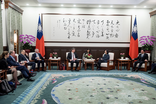 President Tsai meets with a delegation from Harvard University's Fairbank Center for Chinese Studies.