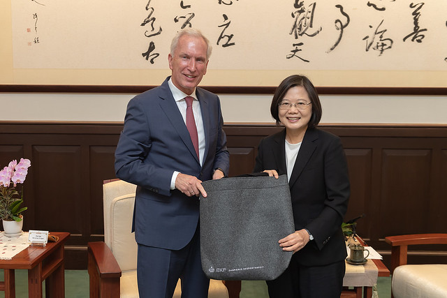 President Tsai Ing-wen meets with a delegation from Denmark's Export Kredit Fonden.