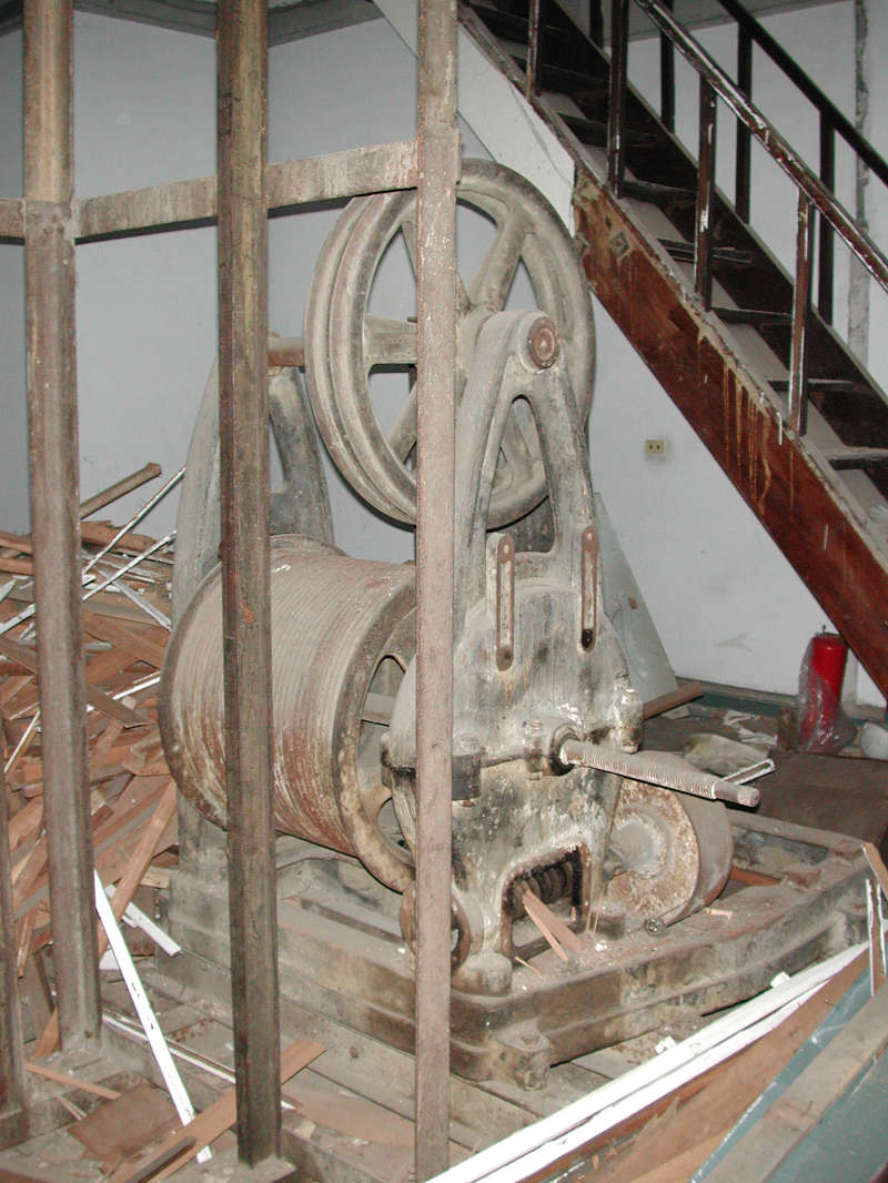Elevator winch inside the central tower (courtesy of the office of Shiue Chyn)