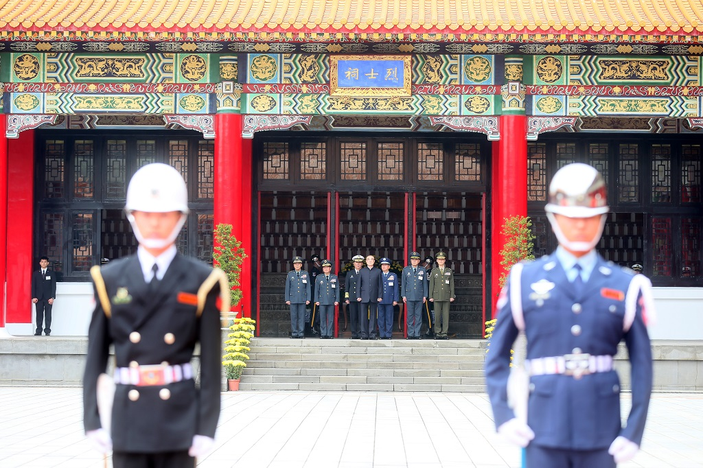 The Minister of National Defense leads the ceremony at the Military-Martyrs' Shrine, accompanied by the chief of the general staff, as well as commanders of the army, navy, air force, the reserve and the military police command.